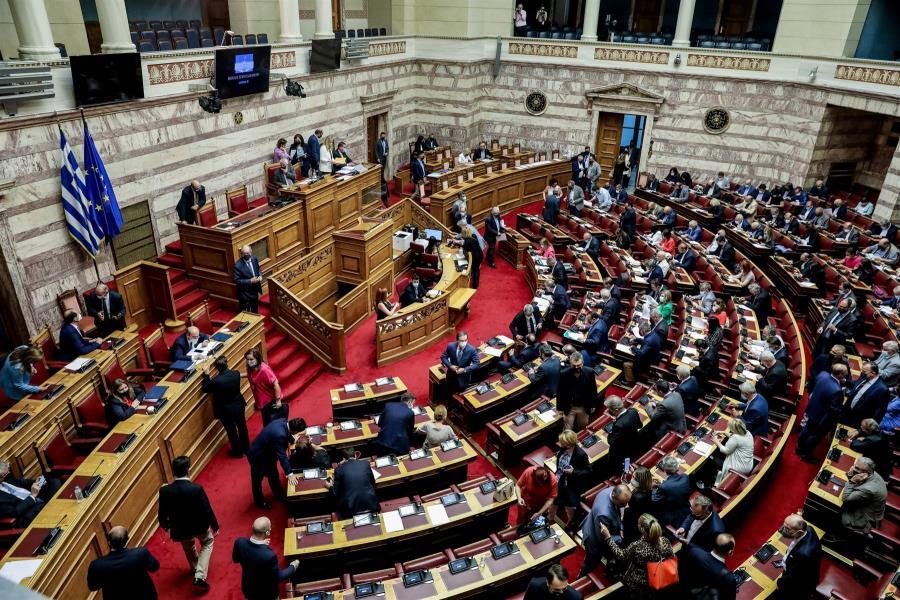 Νόμος του κράτους η εργασιακή μεταρρύθμιση - 158 «ναι», 55 άρθρα ψήφισε ο ΣΥΡΙΖΑ
